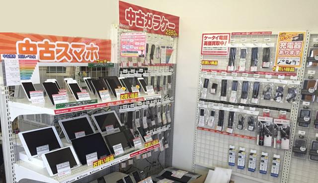 携帯市場 嵐山店 店内中古ガラケー・中古スマホのディスプレイ1