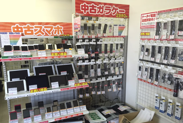 携帯市場 嵐山店 店内中古ガラケー・中古スマホのディスプレイ2